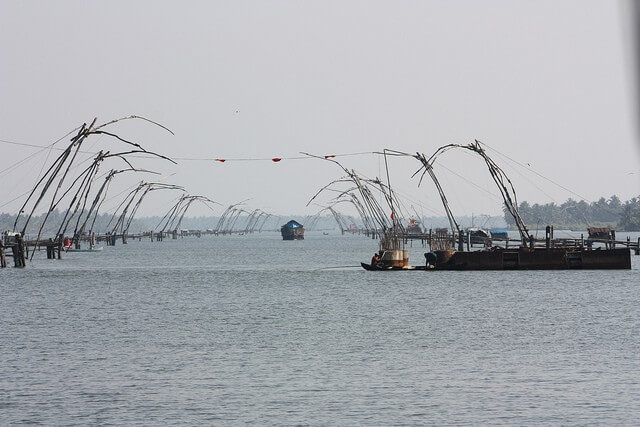 Chinese fishing nets in Backwaters of Aleppey | BeautifulPlacesIndia.com