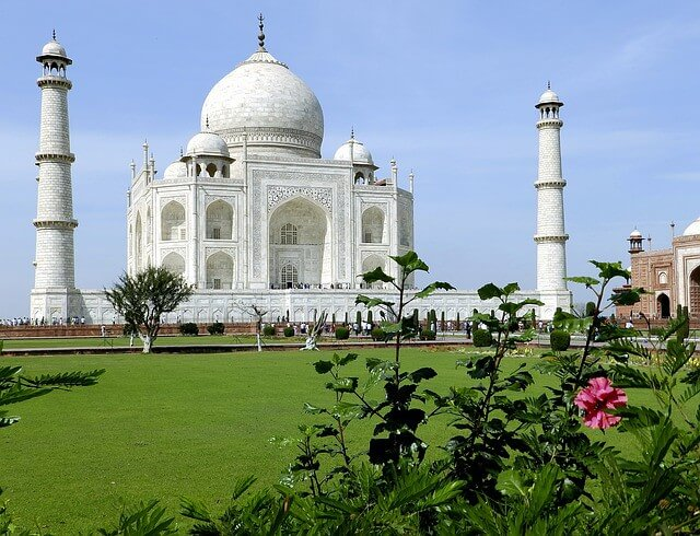 essay on a visit to a historical place taj mahal Taj mahal is a most famous historical monument and also one of the seven wonders of the world it is situated at south bank of yamuna river in agra, uttar pradesh.